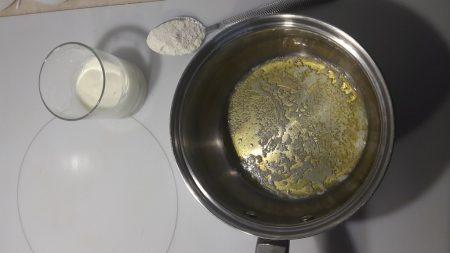 Przygotowanie sosu beszamelowego