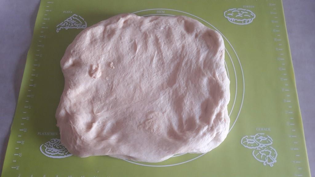 Składanie ciasta drożdżowego