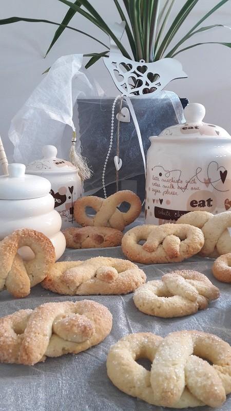 Słodkie litewskie precle z kruchego ciastau