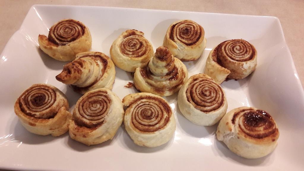 Roladki (ślimaczki) cynamonowe z ciasta francuskiego