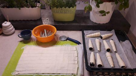 Rurki z bitą śmietaną (ciasto francuskie)