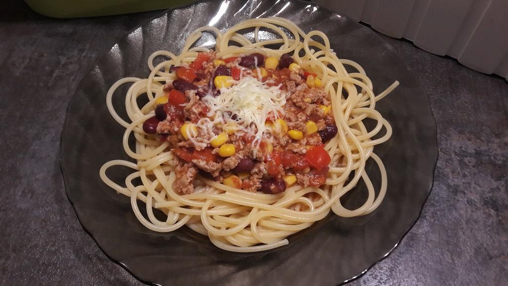 Spaghetti bolognese z dodatkiem warzyw