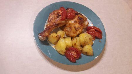 Udka z kurczaka z pomidorami i ziemniakami