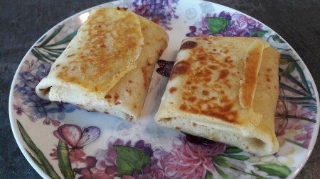 Naleśniki z szynką lub mortadelą i serem