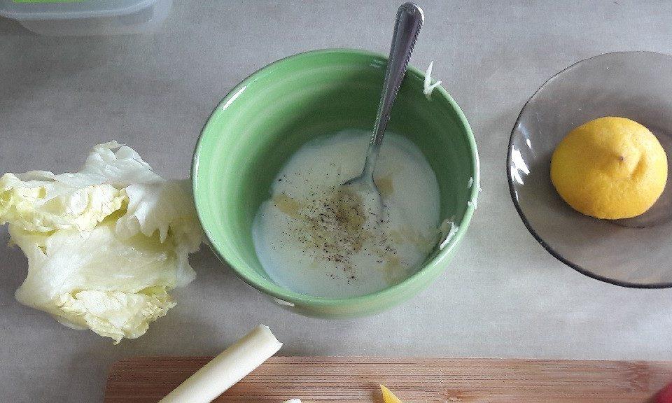 Sos czosnkowy do sałatek