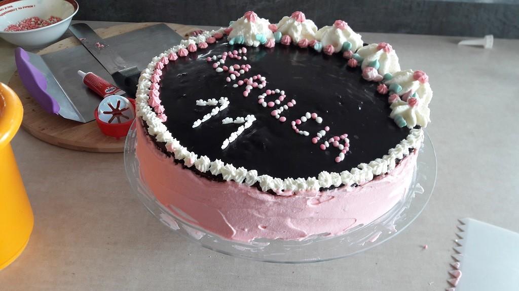 Tort marchewkowy z bitą śmietaną i mascarpone