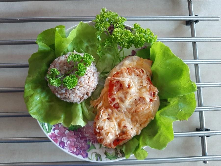 Zapiekana pierś z kurczaka z serem i pomidorami