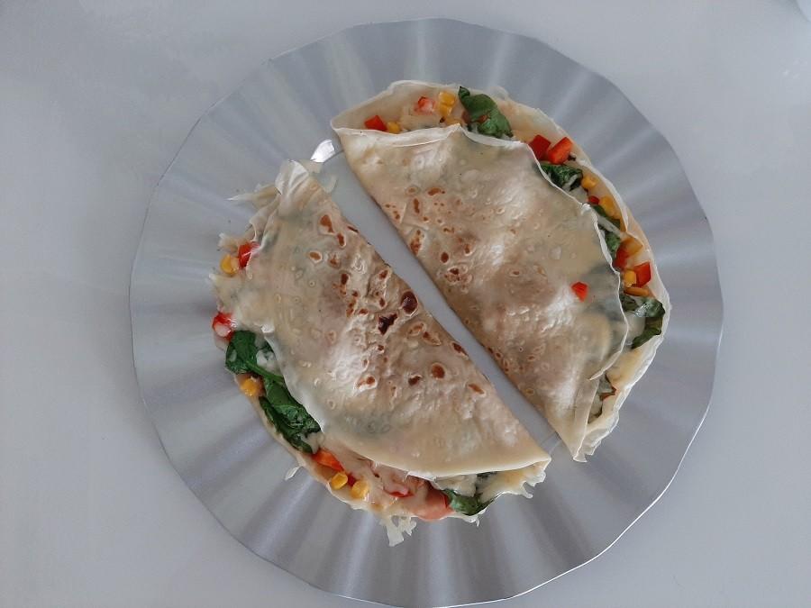 Naleśniki z szynką, serem i papryką