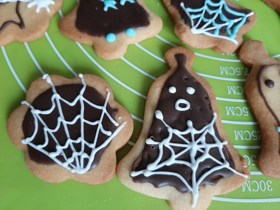 Kruche ciastka maślane na Halloween