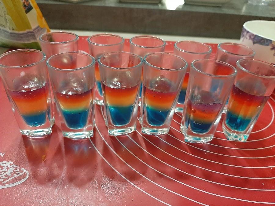 Mini deserki z kolorowych galaretek