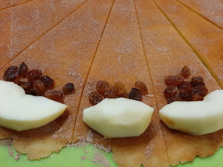 Kruche rogaliki z jabłkami (bez drożdży)