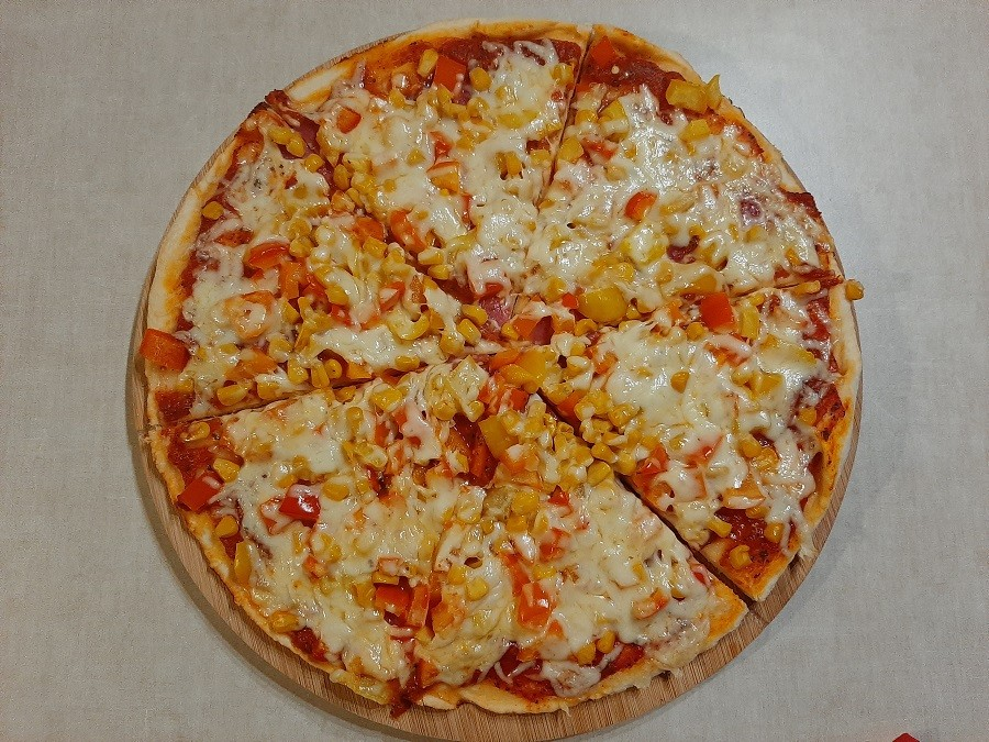 Pizza z salami – ciasto z automatu do chleba