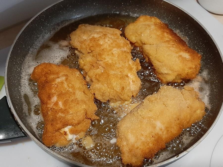 Roladki z kurczaka nadziewane serem, pieczarkami i papryką