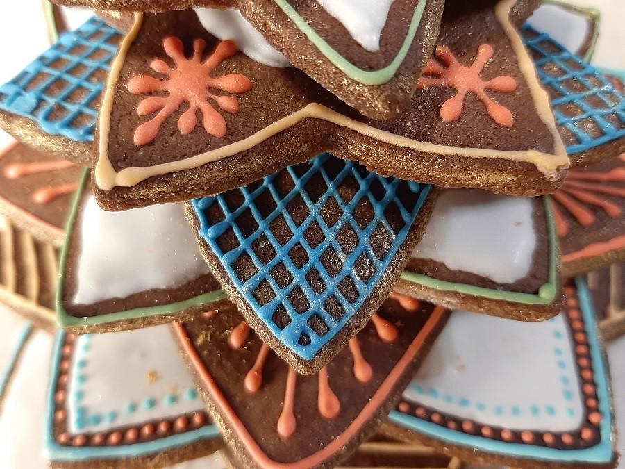 Choinka z piernika z kolorowym lukrem