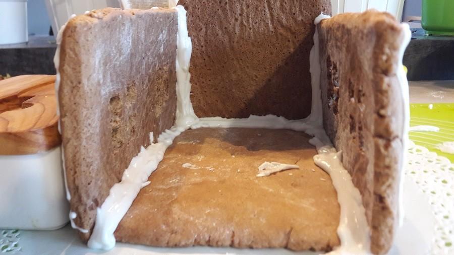 Wegański lukier królewski do domku z piernika oraz zdobienia ciastek