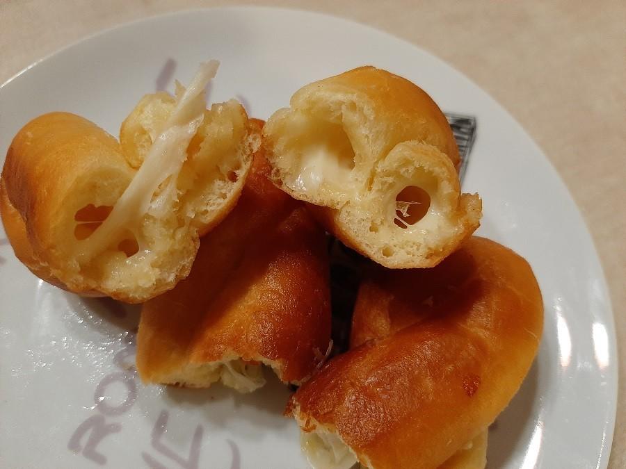 Zakręcone pączki z mozzarellą
