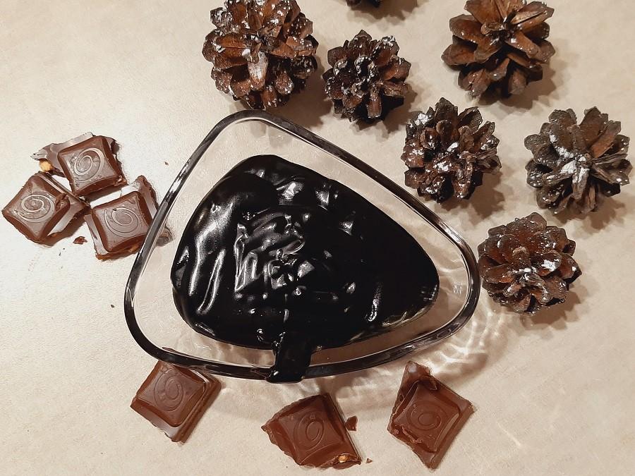 Jak uratować zwarzoną polewę czekoladową? Bardzo prosto!