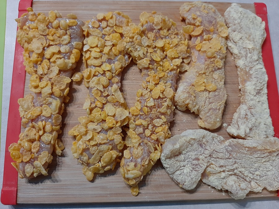 Kotlety z piersi indyka w panierce kukurydzianej