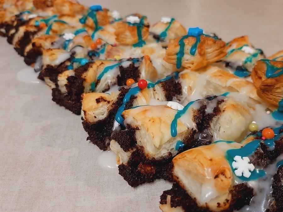 Makowa choinka z ciasta francuskiego z lukrem cytrynowym