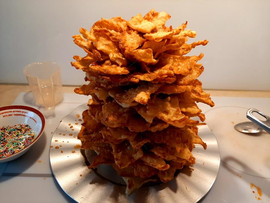 Mrowisko, czyli miodowa wieża z faworków