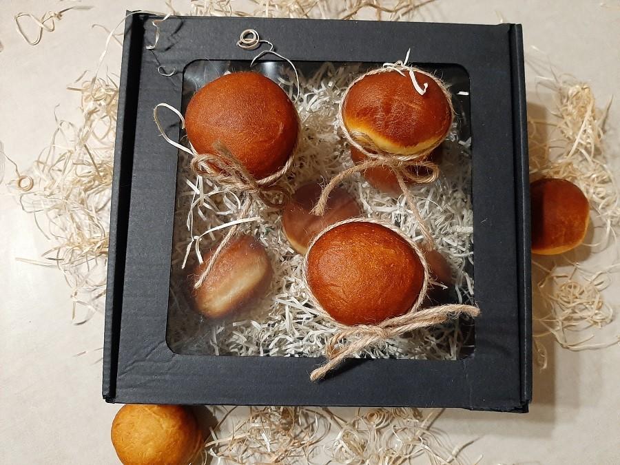 Pączki z kremem kajmakowym