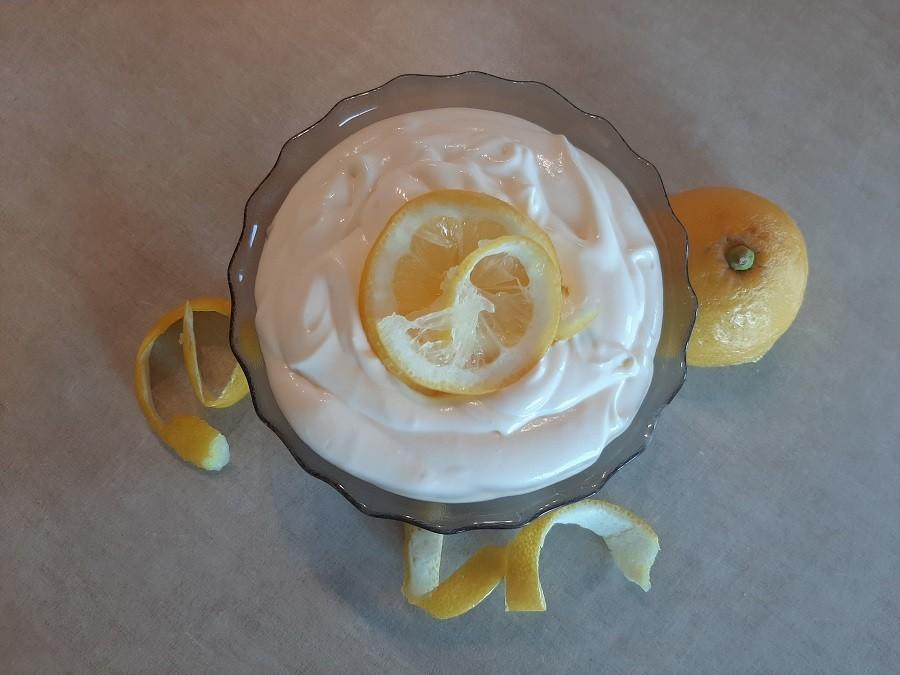 Cytrynowy krem do tortu z jogurtem greckim