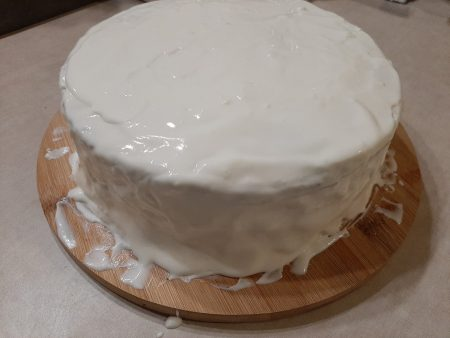 Pyszny krem do tynkowania tortu na bazie serka naturalnego i śmietanki