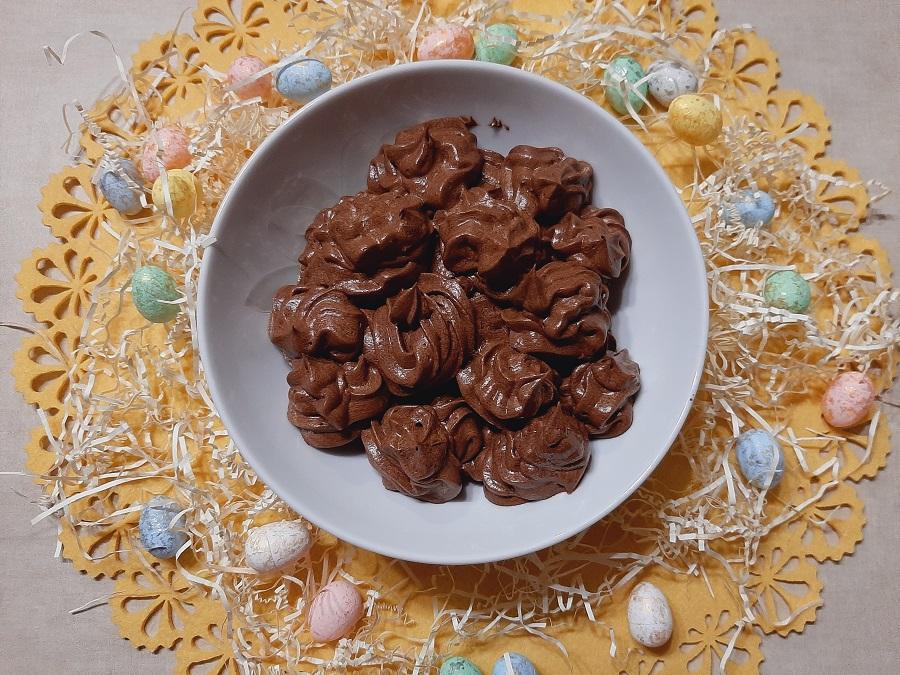 Krem czekoladowo-wiśniowy do tortów, deserów i babeczek