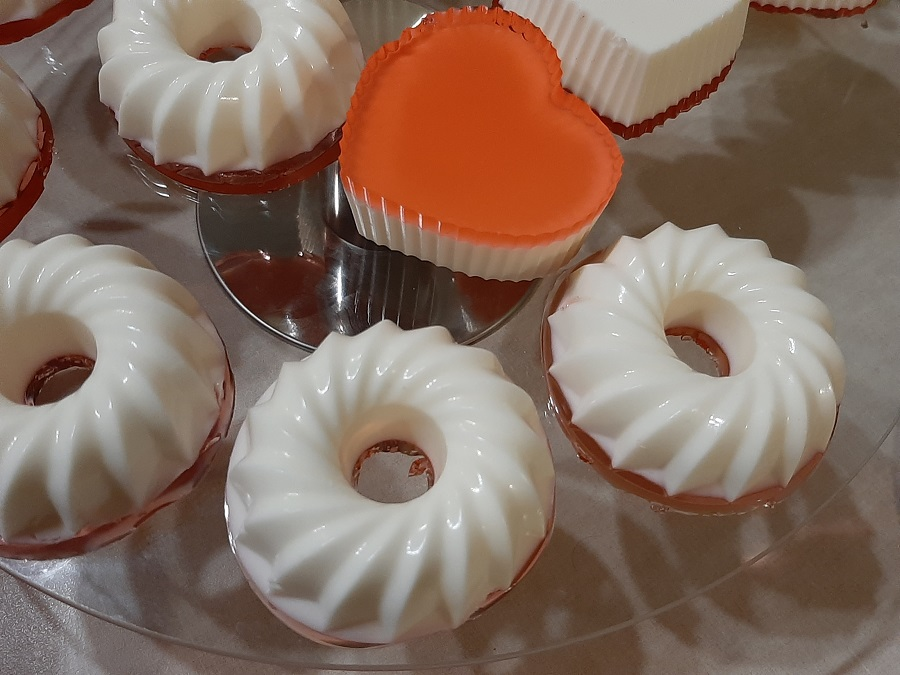 Mini serniczki na zimno z jogurtu greckiego i śmietanki