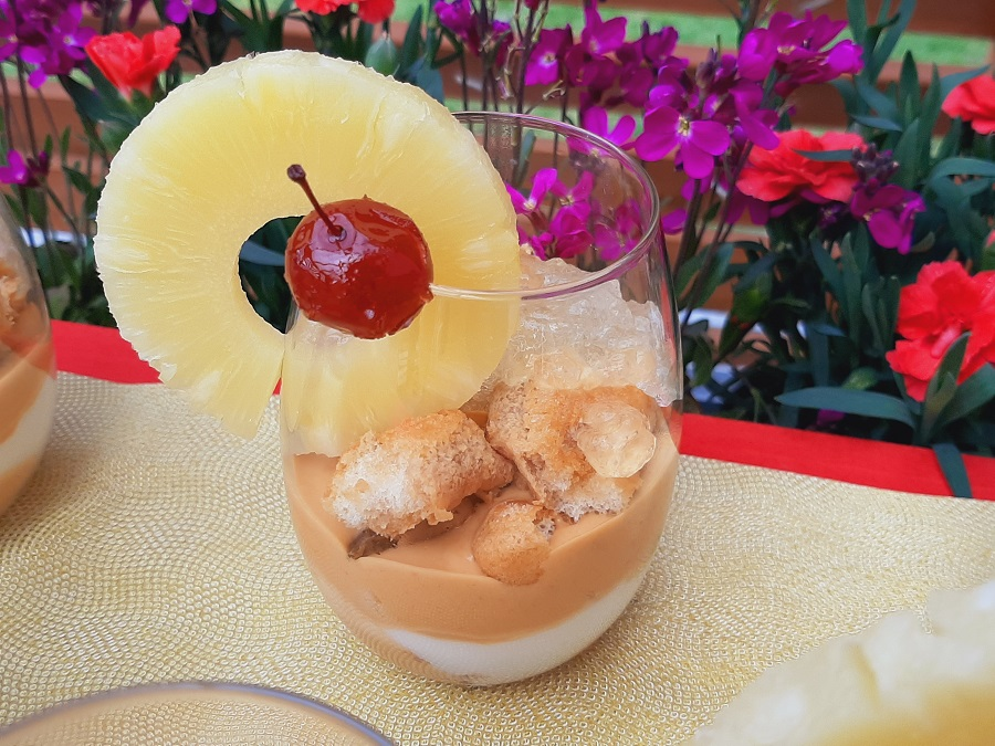 Deser ananasowy z kremem kajmakowym