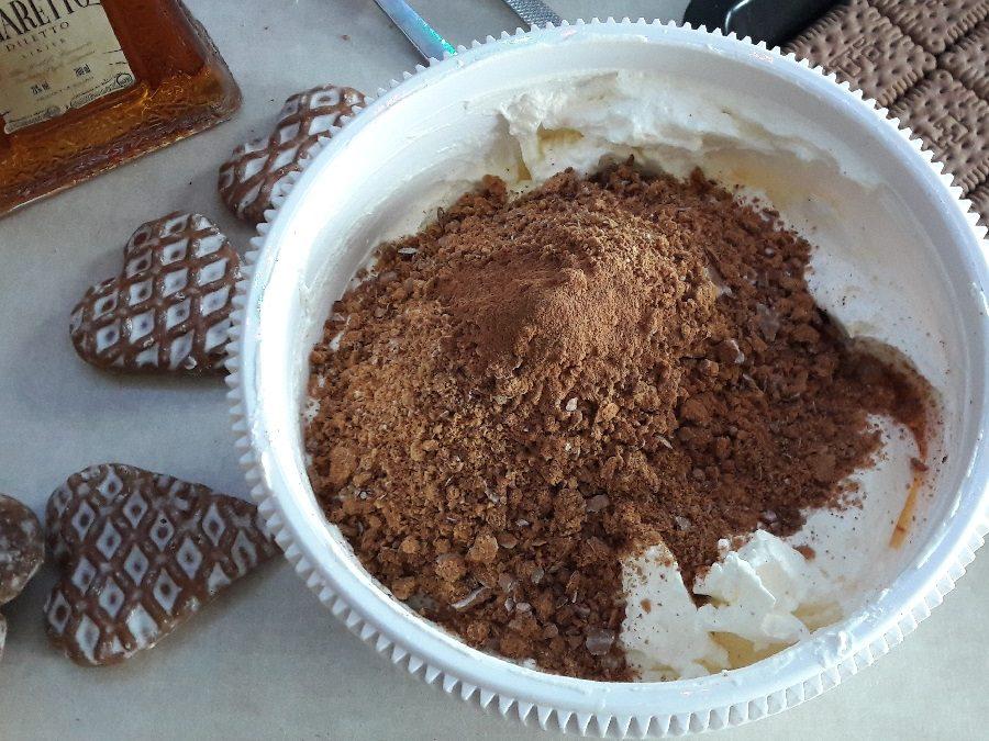 Krem z pierniczków do tortów, ciast i deserów