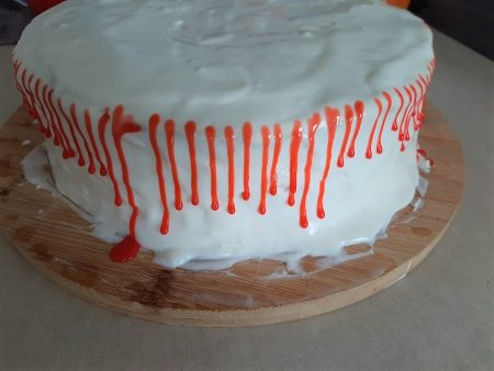Tort kokosowo-porzeczkowy z truskawkami