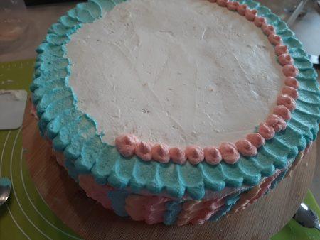 Tort straciatella z żelką truskawkową i masłem orzechowym