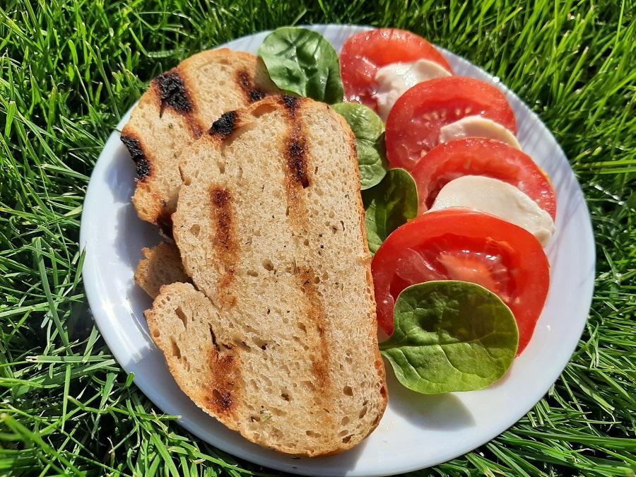 Grillowany chleb z masełkiem czosnkowym