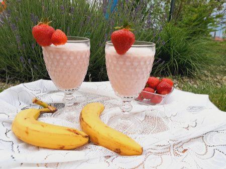 Koktajl truskawkowo-bananowy z lodami