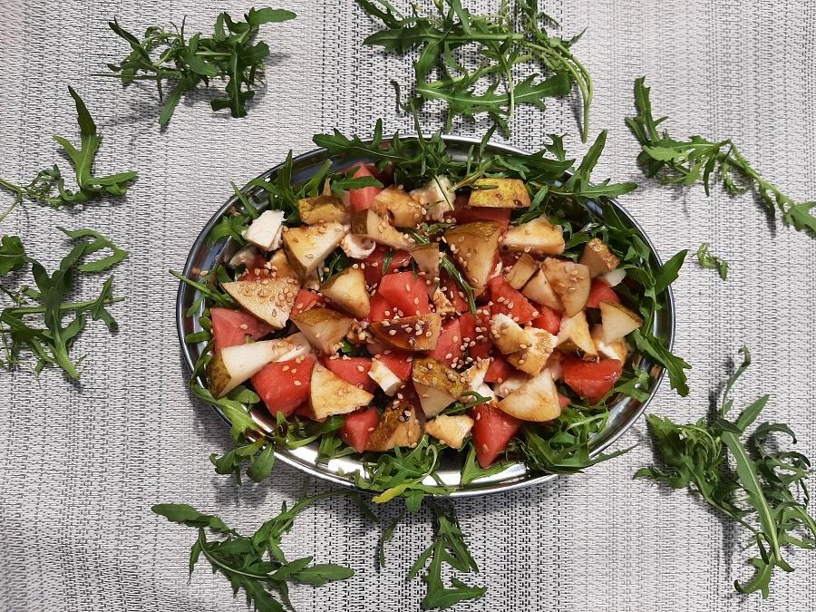 Sałatka z arbuzem, mozzarellą i rukolą