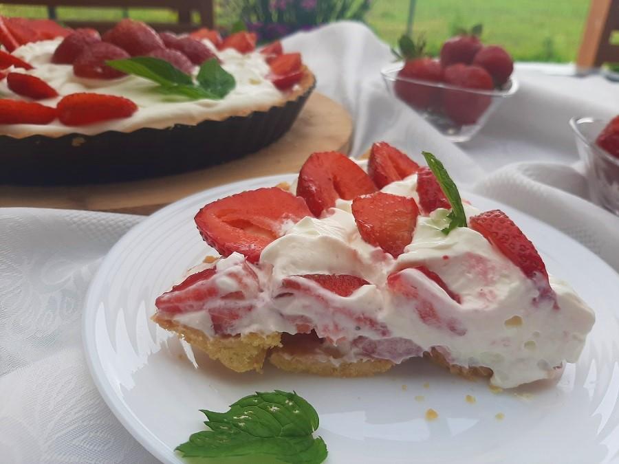 Tarta z truskawkami i kremem z mascarpone