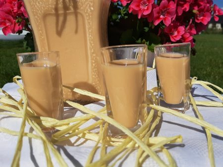 Ajerkoniak – domowy likier jajeczny