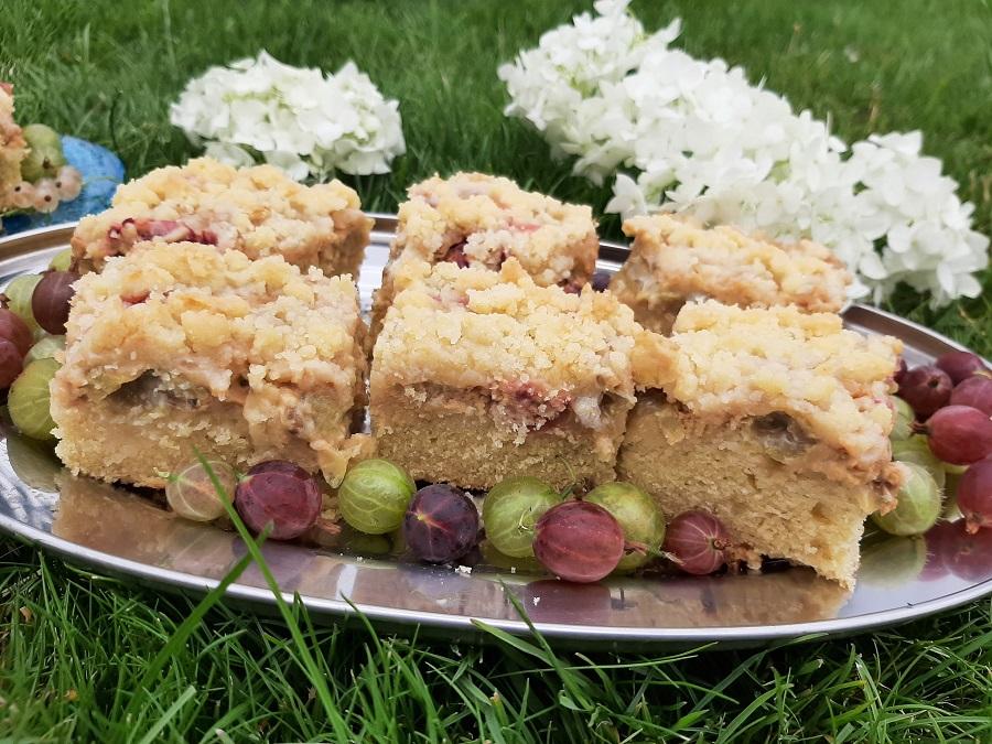 Ciasto z agrestem, kajmakiem i kruszonką