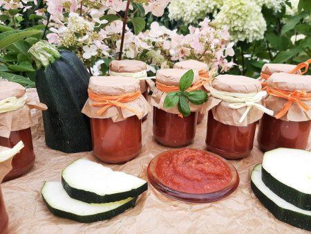 Ketchup z cukinii z przecierem pomidorowym