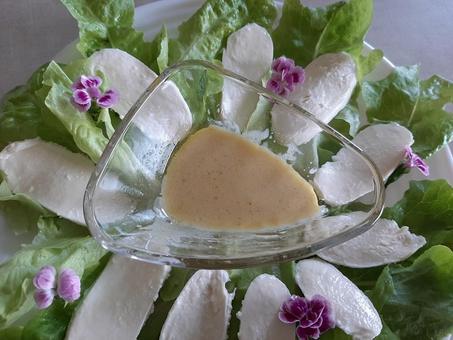 Sos miodowo-musztardowy do sałatek