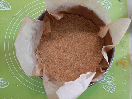 Sernik z borówkami na spodzie z herbatników