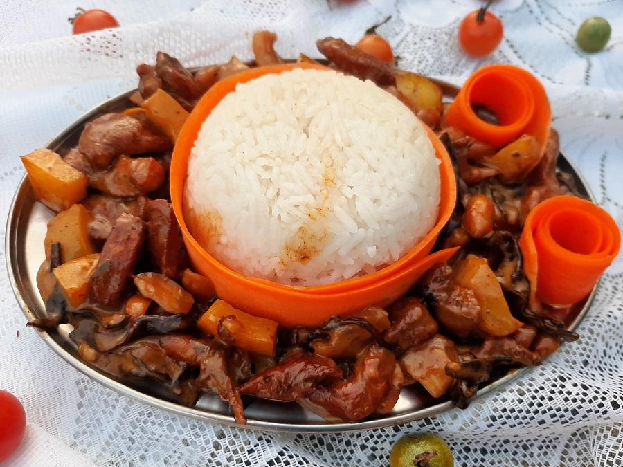 Kurczak w sosie śmietanowo-orzechowym