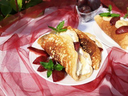 Omlety z mascarpone i śliwkami