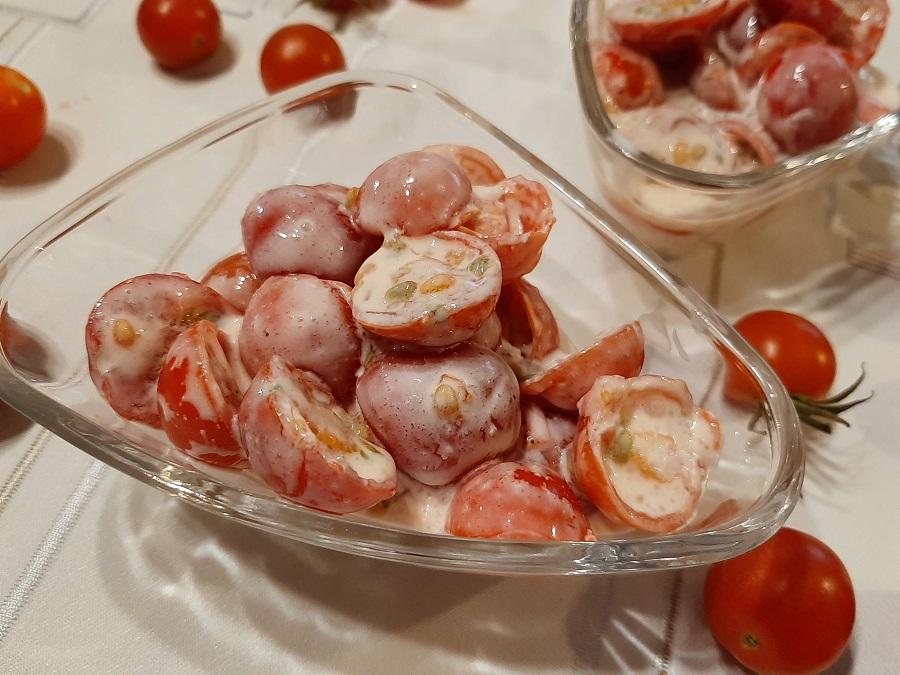 Pomidorki koktajlowe w śmietanie