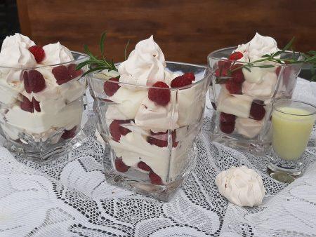 Deser pistacjowy z bezą