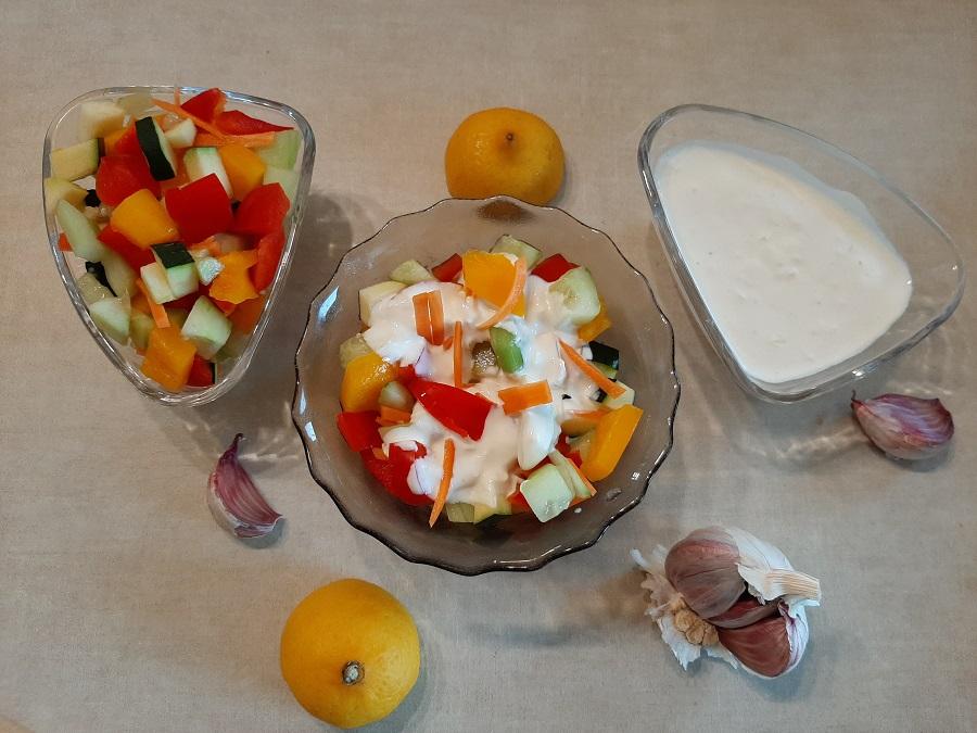 Mix warzyw z sosem czosnkowym