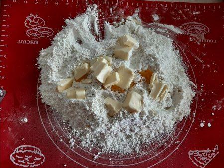 Placek śliwkowy z orzechami
